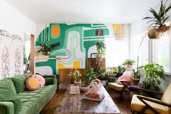 آثار هنری در دیوار ها باعث تغییر محیط می شوند