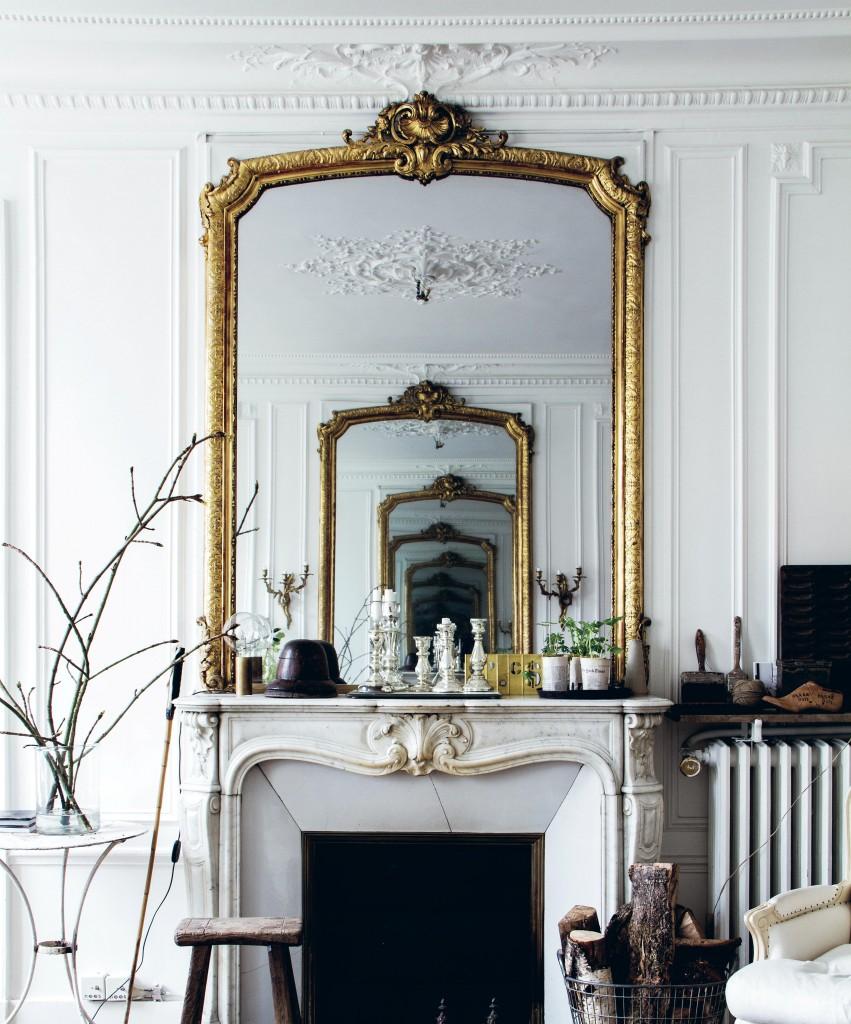 استفاده از آینه برای تغییر محیط اتاق نشیمن